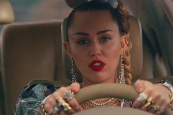 Miley Cyrus suma su entrada número 25 en USA, con 'Nothing breaks like a heart' junto a Mark Ronson