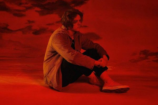 Lewis Capaldi y 'Divinely Uninspired to a Hellish Extent' arrasan en el primer midweek en UK