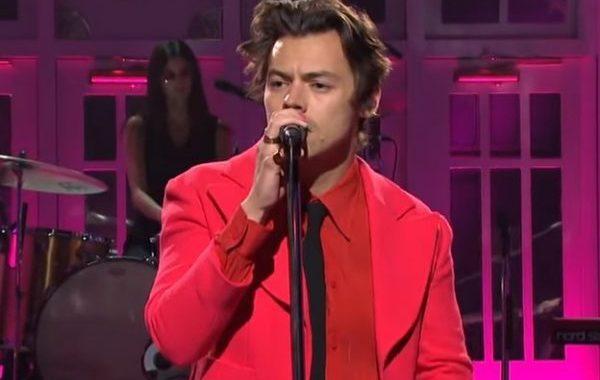 Harry Styles estrena su nuevo single 'Watermelon Sugar', en el SNL