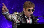 Elton John pierde la voz debido a una neumonía, y se ve obligado a interrumpir su concierto en Nueva Zelanda