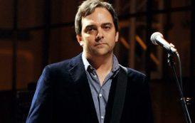 Fallece a los 52 años por complicaciones con el coronavirus, el compositor y bajista Adam Schlesinger