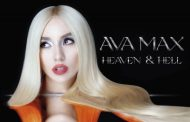 Ava Max aguanta con 'Heaven & Hell' para ser #1 en UK, pero no está cerrado