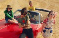 'Modo Avión' de Cariño y Natalia Lacunza, es una de las canciones de pop luminoso, más refrescantes del año
