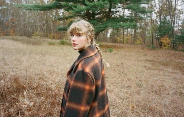 Taylor Swift #1 en álbumes en los Estados Unidos con 'Evermore' y 329.000  unidades