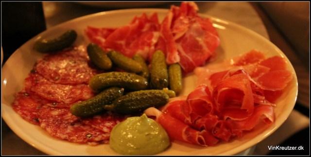 Sortfod, nakke og salami