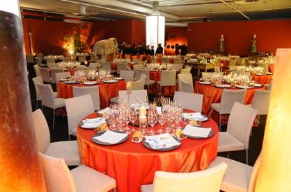 Las mesas perfectamente dispuestas para recibir a los mas exigentes comensales