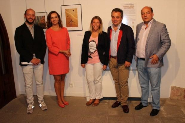 La familia López Montero, propietarios de Bodegas Verum con Inmaculada Jiménez, alcaldesa de Tomelloso