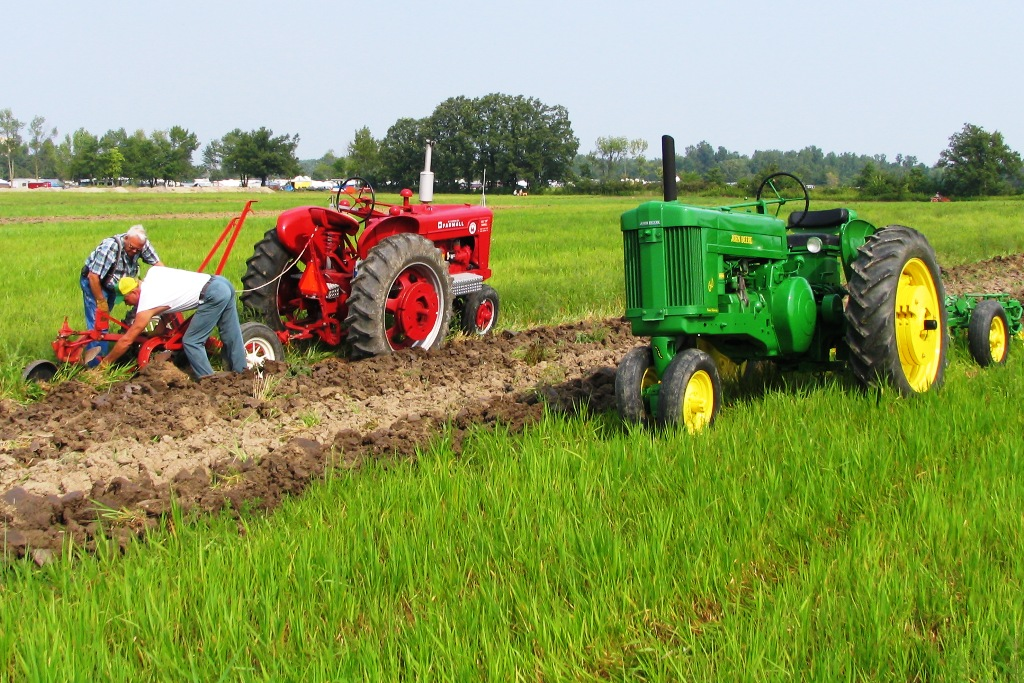 Antique Engine And Tractor Shows