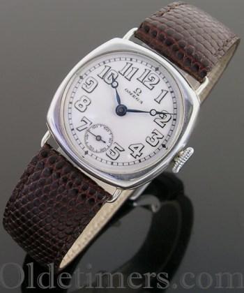 1915 cushion silver vintage Omega watch (3563)