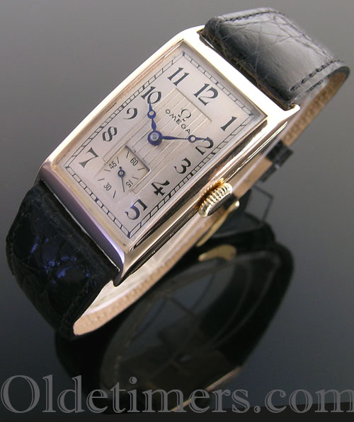 1930 9ct gold rectangular vintage Omega watch (4064)