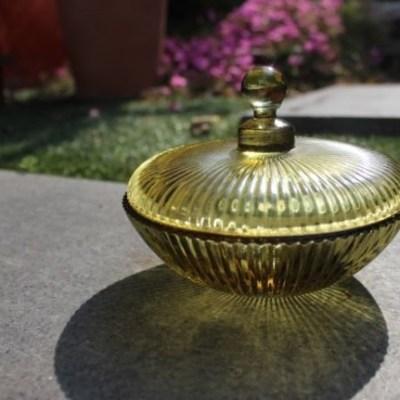 sucrier ou boîte à bijoux en verre avec couvercle