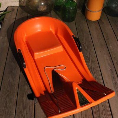 Snow - luge - bob vintage orange seventies