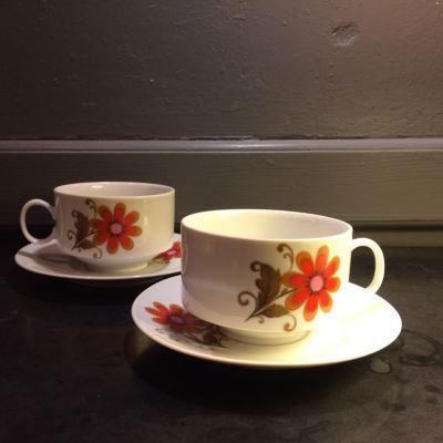 Tasses et sous tasses seventies vintage