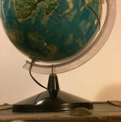 Ancien Globe terrestre lumineux