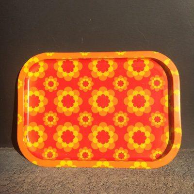 Plateau métal fleurs orange jaune vintage