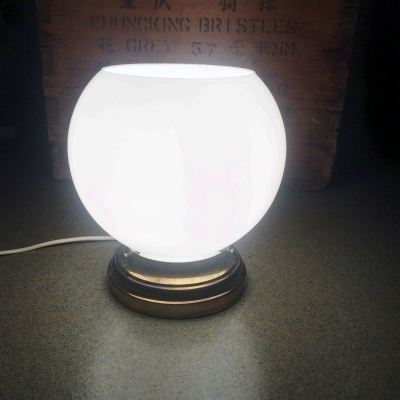 Lampe globe opaline blanc vintage