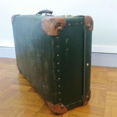 Ancienne valise dans son jus