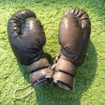 Ancien gants de boxe en cuir Montana