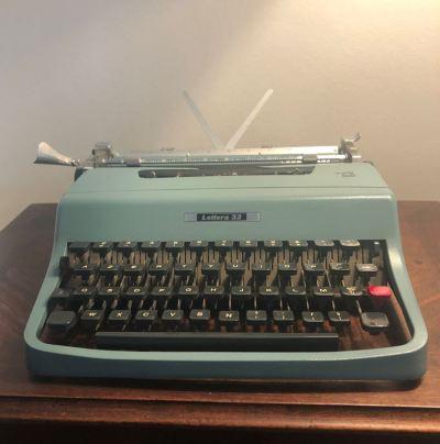 Machine à écrire mécanique Olivetti vintage