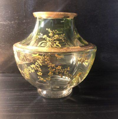 Vase vert motifs fleurs dorées