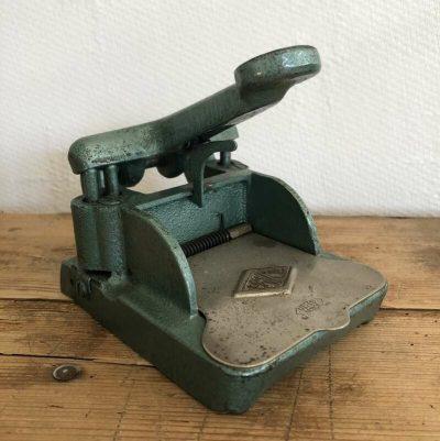 Perforateur vintage métal Uni france