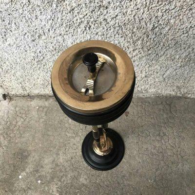 Ancien cendrier sur pied