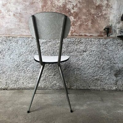 Chaise formica pieds fuseau