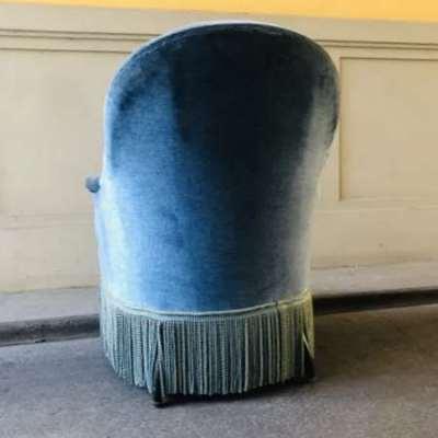 Ancien fauteuil crapaud bleu à franges