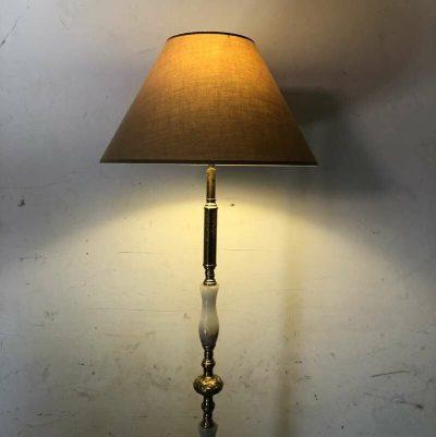 Ancien luminaire sur pied