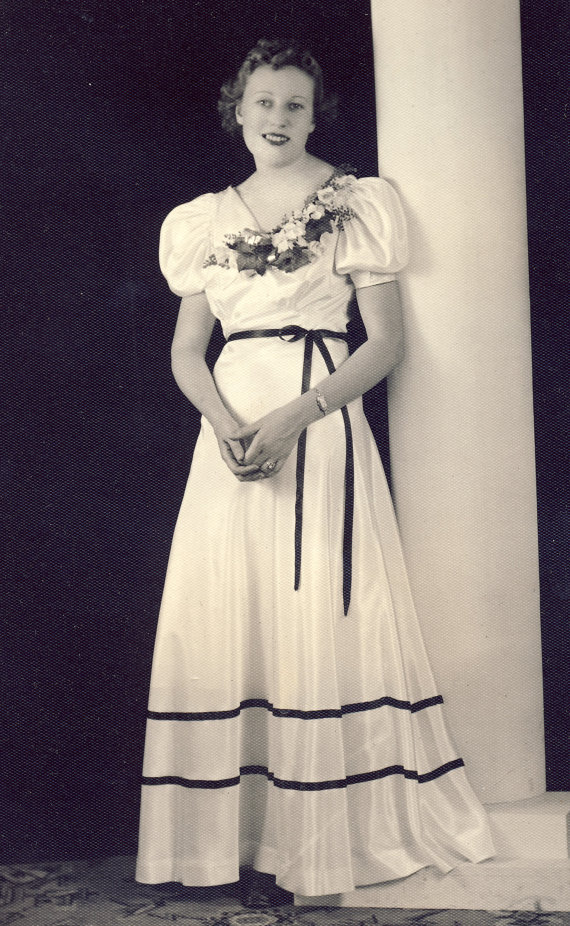 1930s Prom dress worn by a young woman