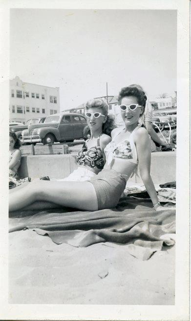 1940s beachwear and beach look