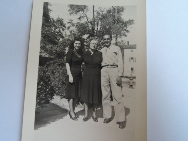 1940s vintage image of a family