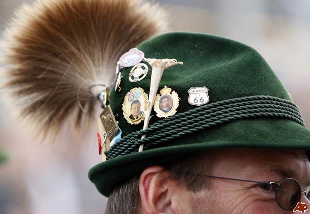germany oktoberfest hat pins