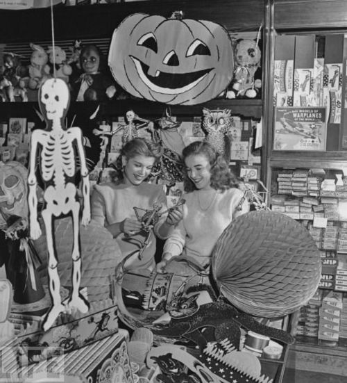 1940s Halloween party store image