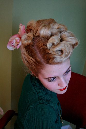 1940s vintage hairstyle