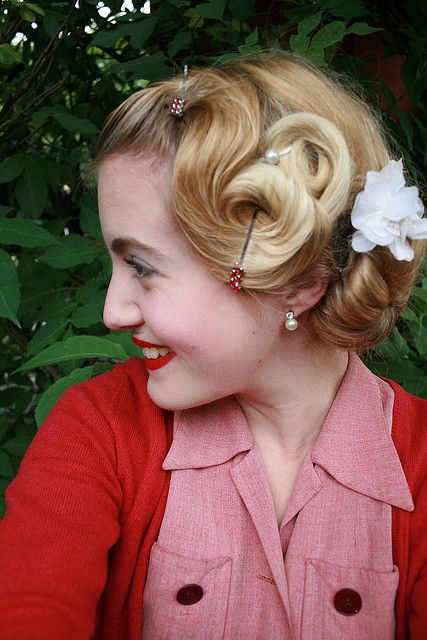 vintage pincurls hairstyle