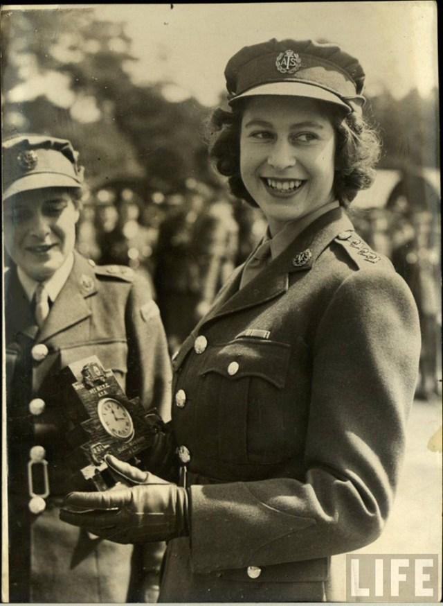 Queen elizabeth the 2nd 1940s