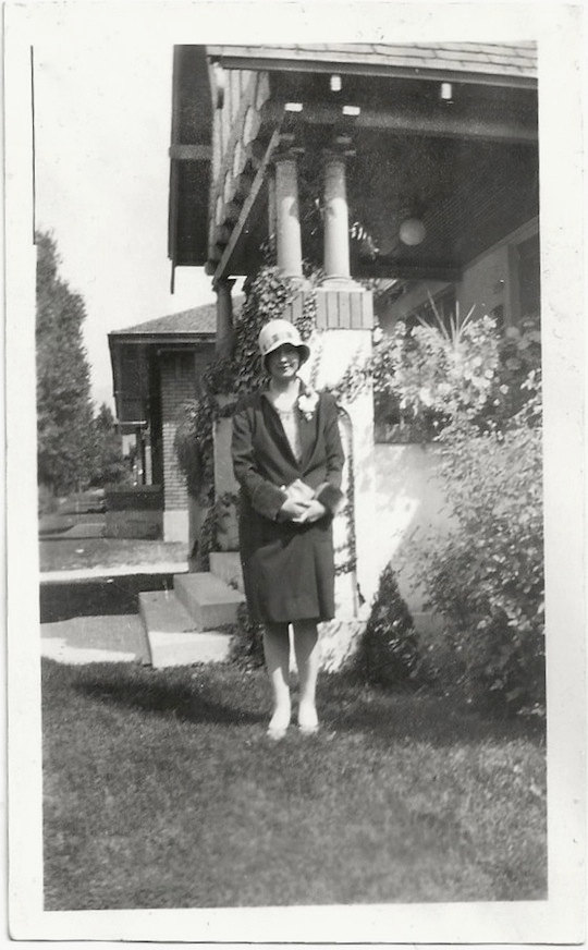 1920s-woman-in-cloche-hat-in-vintage-image