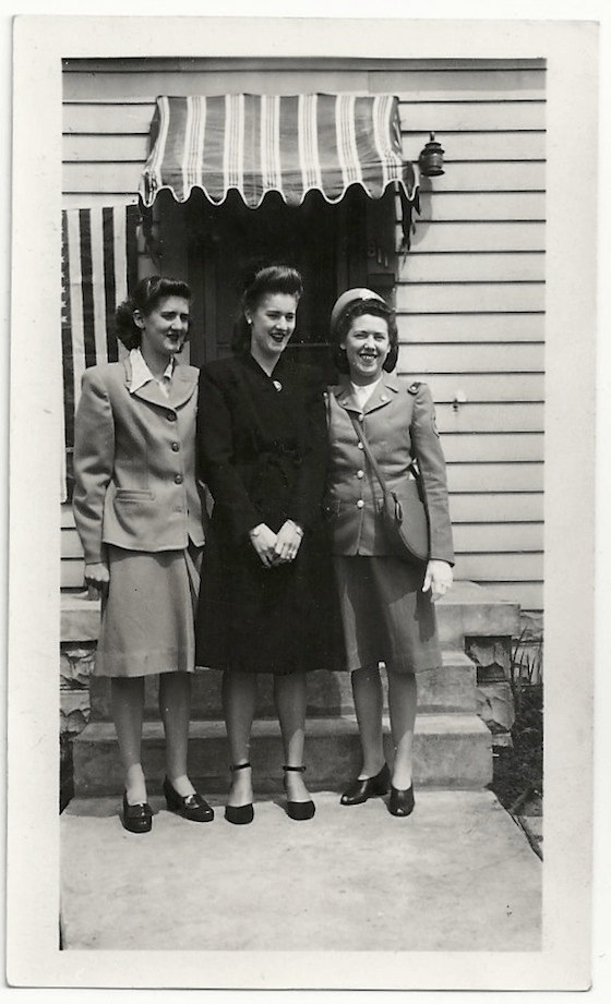 1940s-vintage-image-of-three-women