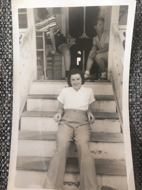 1940s-vintage-image-of-woman-on-front-steps