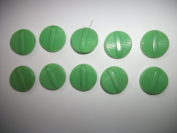 vintage-green-celluloid-buttons