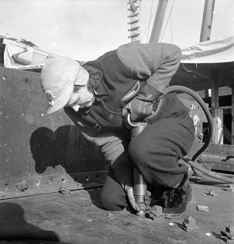 ww2-canadian-woman-working-for-the-war-effort-vintage-photo