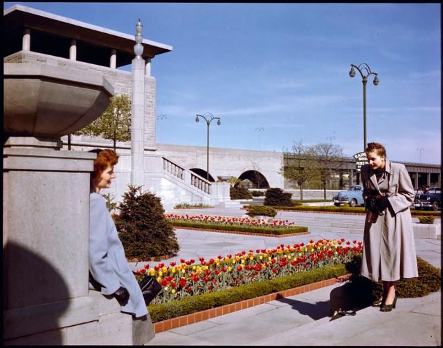oakes garden theatre niagara falls 1940s vintage image