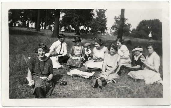 1920s vintage picnic image