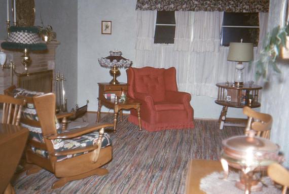 1950s photo of a livingroom