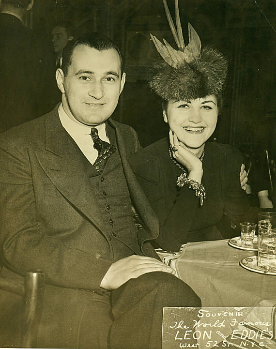 1940s vintage photo of a couple in a restaurant
