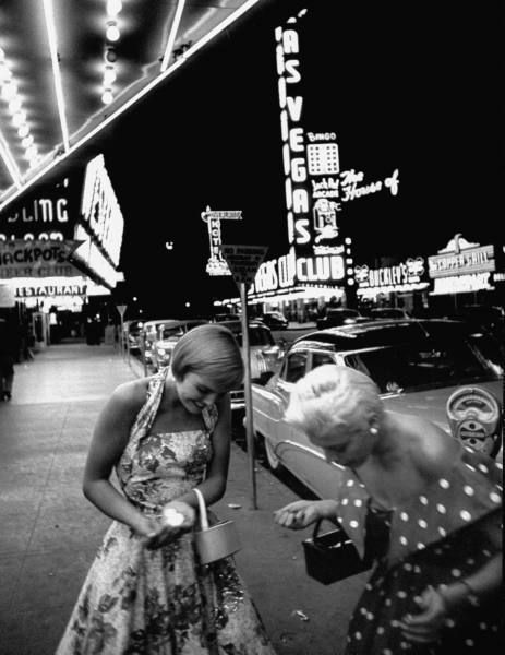 vintage image of two women 1950s las vegas