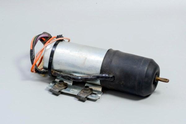 Lucas 76581 (41S) - XJ6 Series 3 Trunk Solenoid, NOS