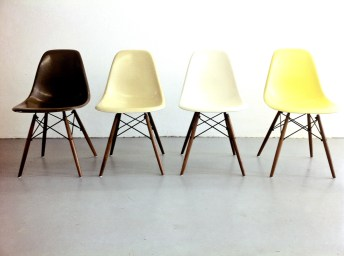 Eames Side Chairs, Foto © Jörg Astheimer