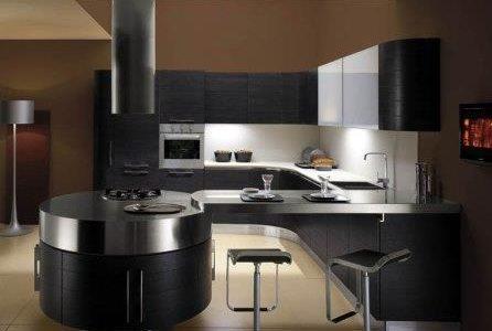Remodelação de cozinha de luxo com móveis revestidos em melamina.